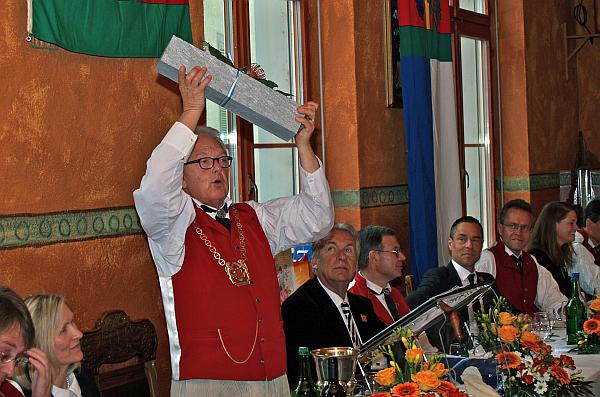 2014Sechseläuten Zunftmeister mit Granitblock
