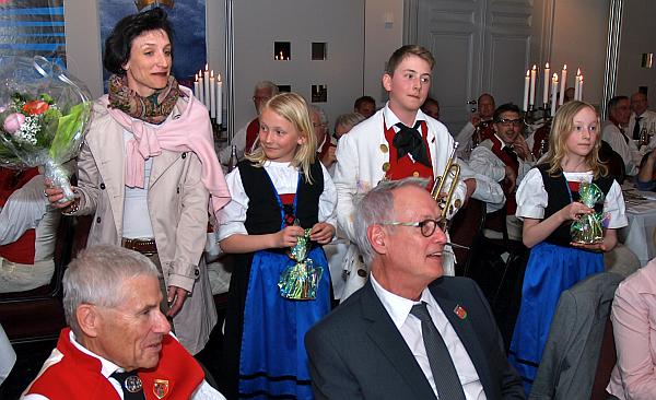 Felix, Alexandra und Caroline Scherer, begleitet von Mutter Barbara